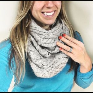 ☕️5/$25 Loft Ann Taylor Infinity Cable Knit Scarf